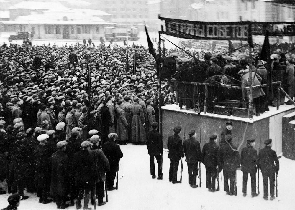 Meeting pendant la Révolution russe d'octobre 1917.